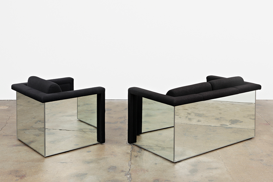 Дизайн мягких кресел с зеркальными панелями