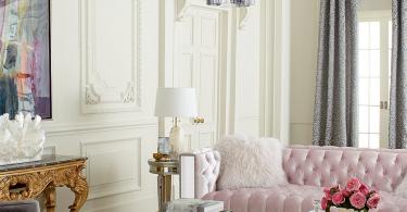 Великолепная зеркальная люстра в роскошном дизайне гостиной
