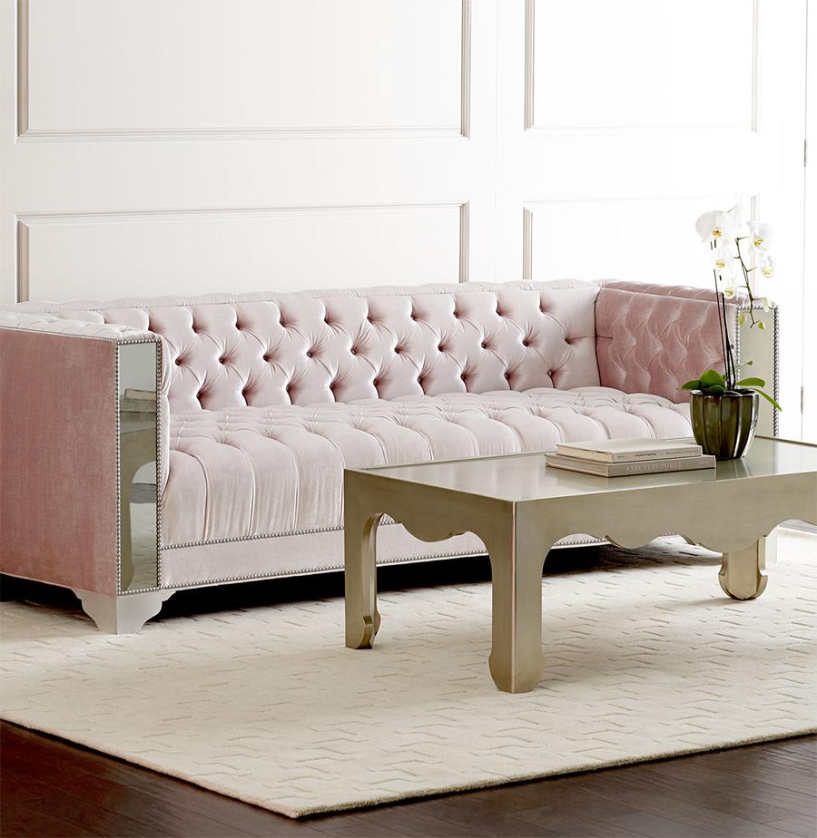 Нежно-розовый велюровый диван с зеркальным каркасом