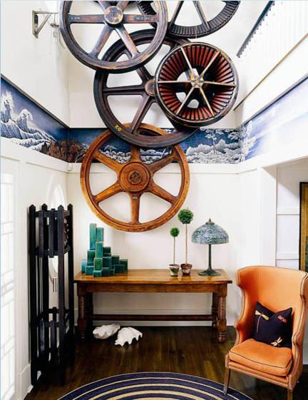 Большие колеса на стене