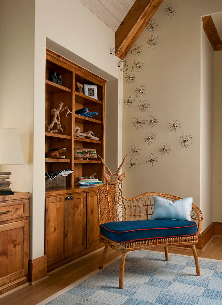 Декоративные пауки на стене