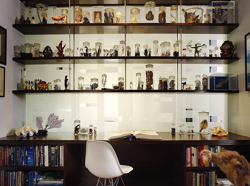 Место для чтения со стеллажом