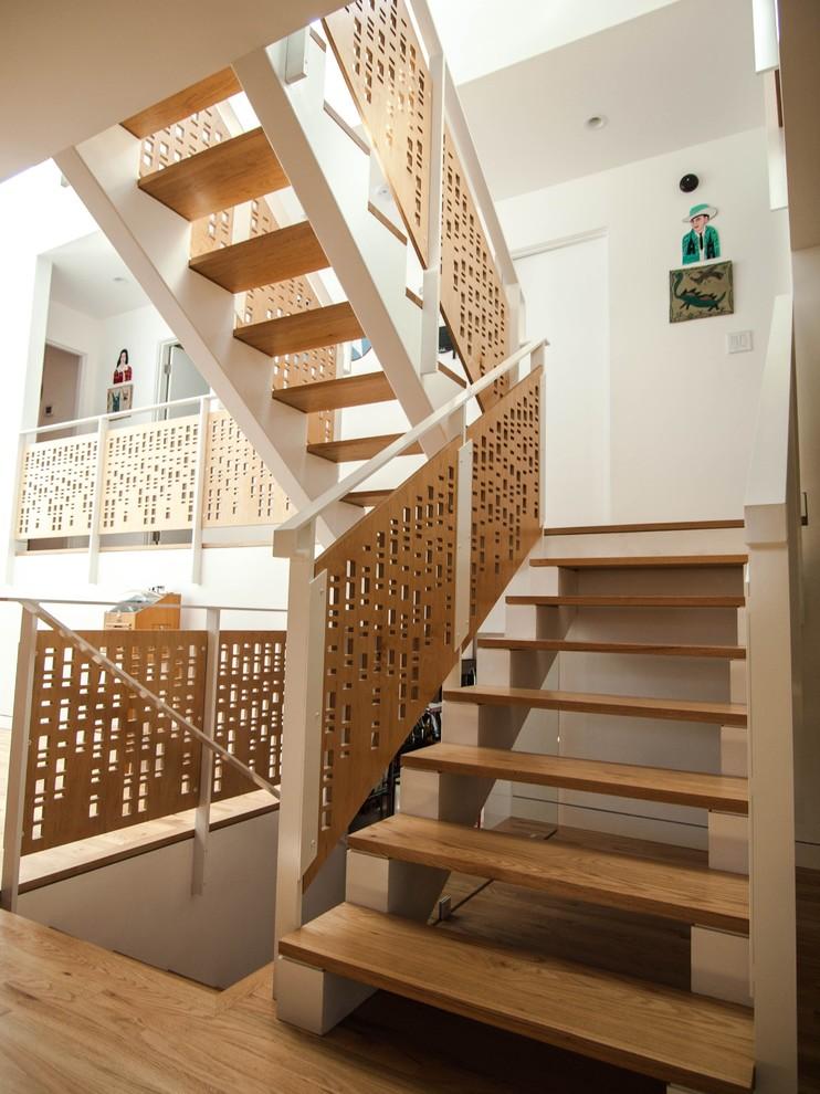 Оригинальные перила у лестницы