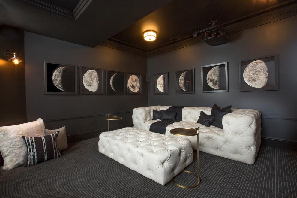 Белый диван с пуфиком в черном интерьере