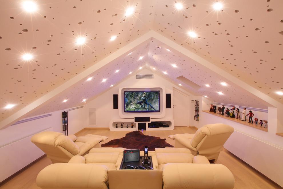 Звездное небо в оформлении потолка на чердаке