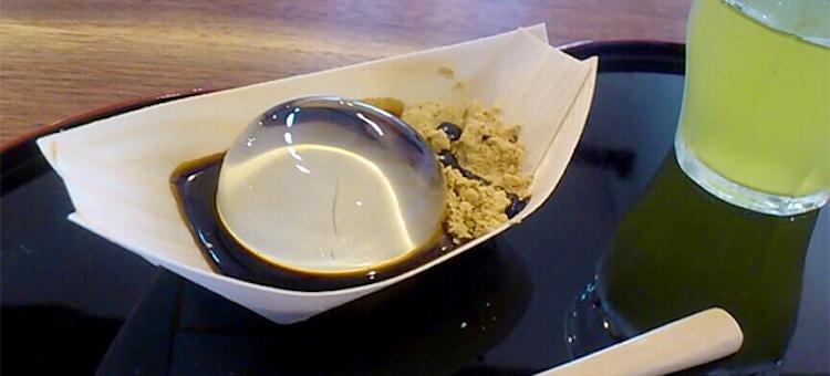 Японское лакомство: прозрачный водяной торт
