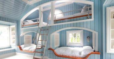 Модель двухъярусной кровати в голубом цвете