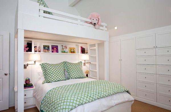 Модели двухъярусных кроватей: Большая двухуровневая кровать в небольшой детской