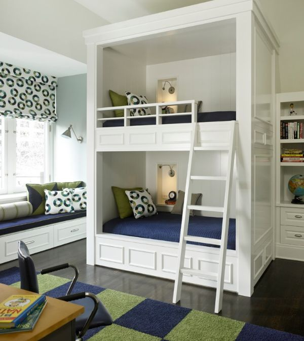 Модели двухъярусных кроватей: Двухуровневая кровать с одинаковыми спальными местами