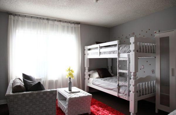 Модели двухъярусных кроватей: Элегантная спальня в белом цвете