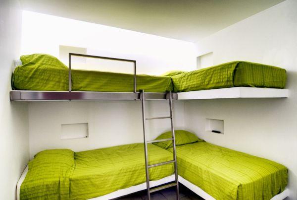 Модели двухъярусных кроватей: Детская в минималистическом стиле