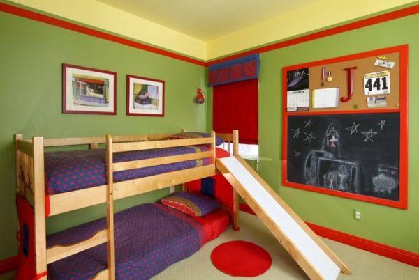 Модели двухъярусных кроватей: Двухуровневая кровать с горкой в небольшой детской