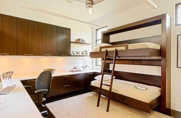 Модели двухъярусных кроватей: Деревянные акценты в оформлении детской