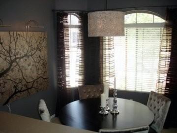 Круглый светильник в интерьере обеденной зоны