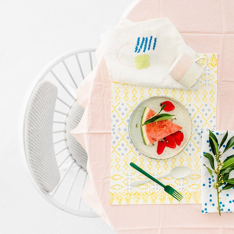 Подставки под тарелки с геометрическими принтами