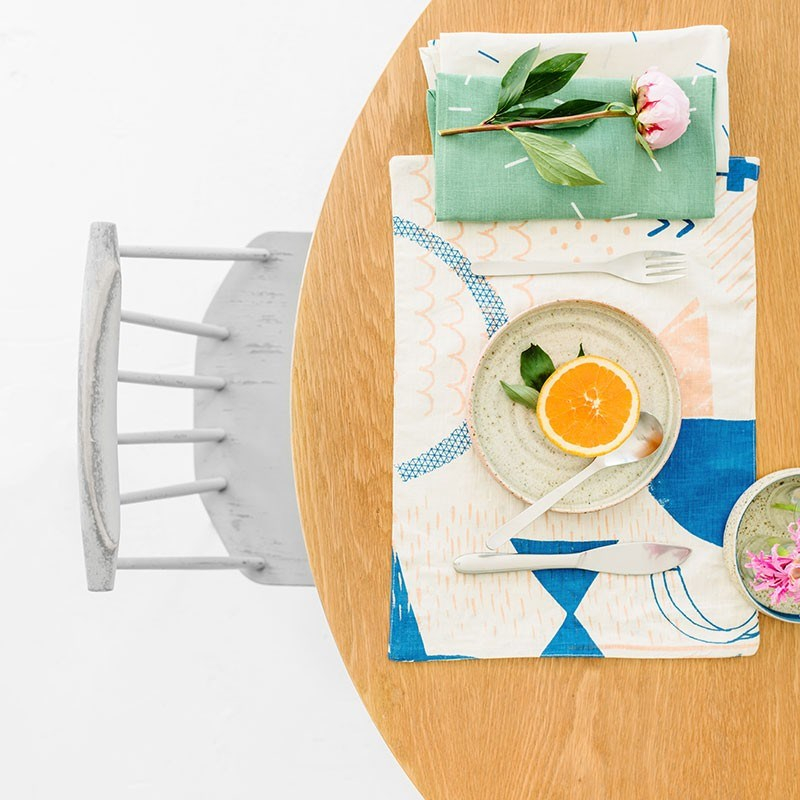 Геометрический рисунок на подставке под тарелки