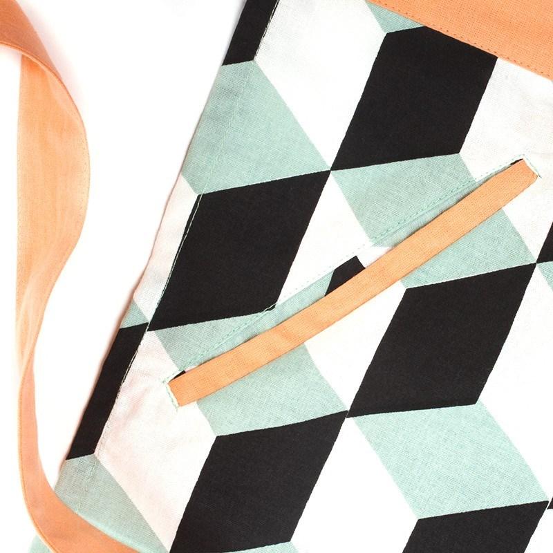 Скатерть с геометрическими принтами