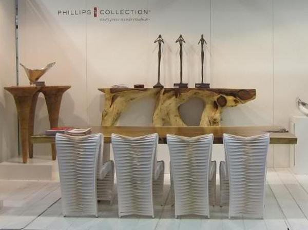 Великолепный стол,тумбы и стулья на выставке