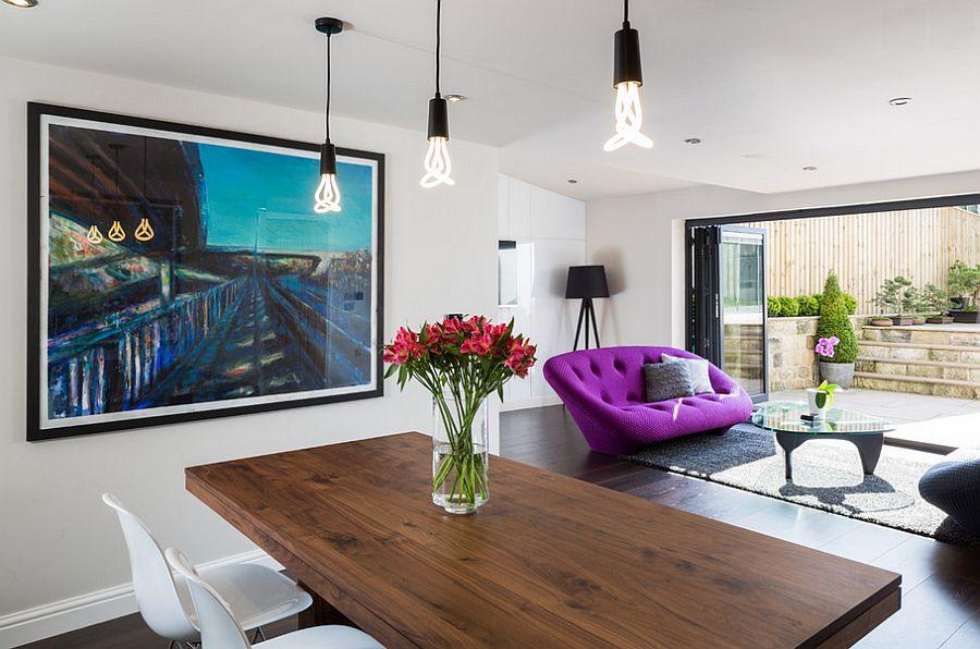 Роскошный мягкий диван в интерьере гостиной