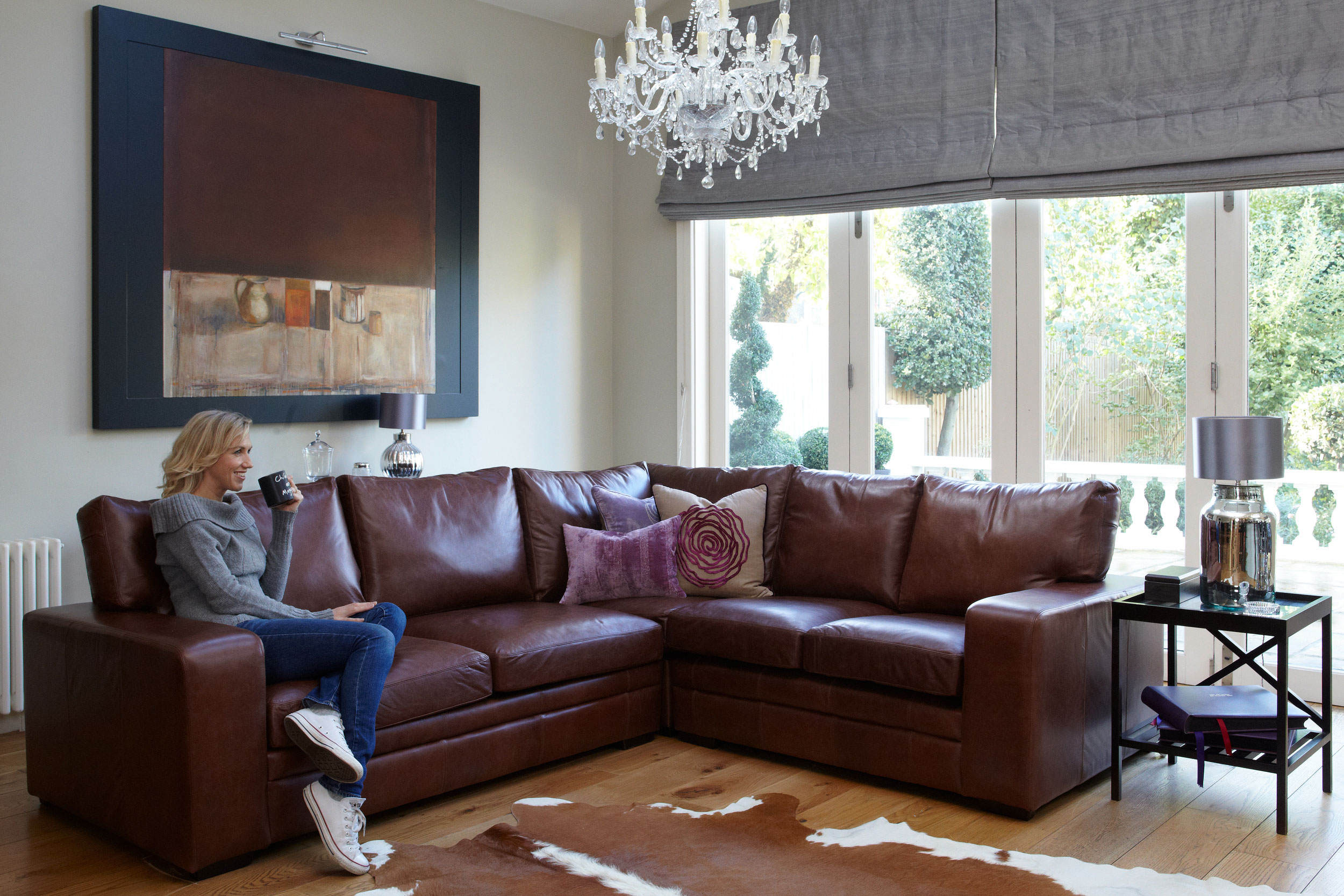 Прекрасный мягкий угловой диван в интерьере