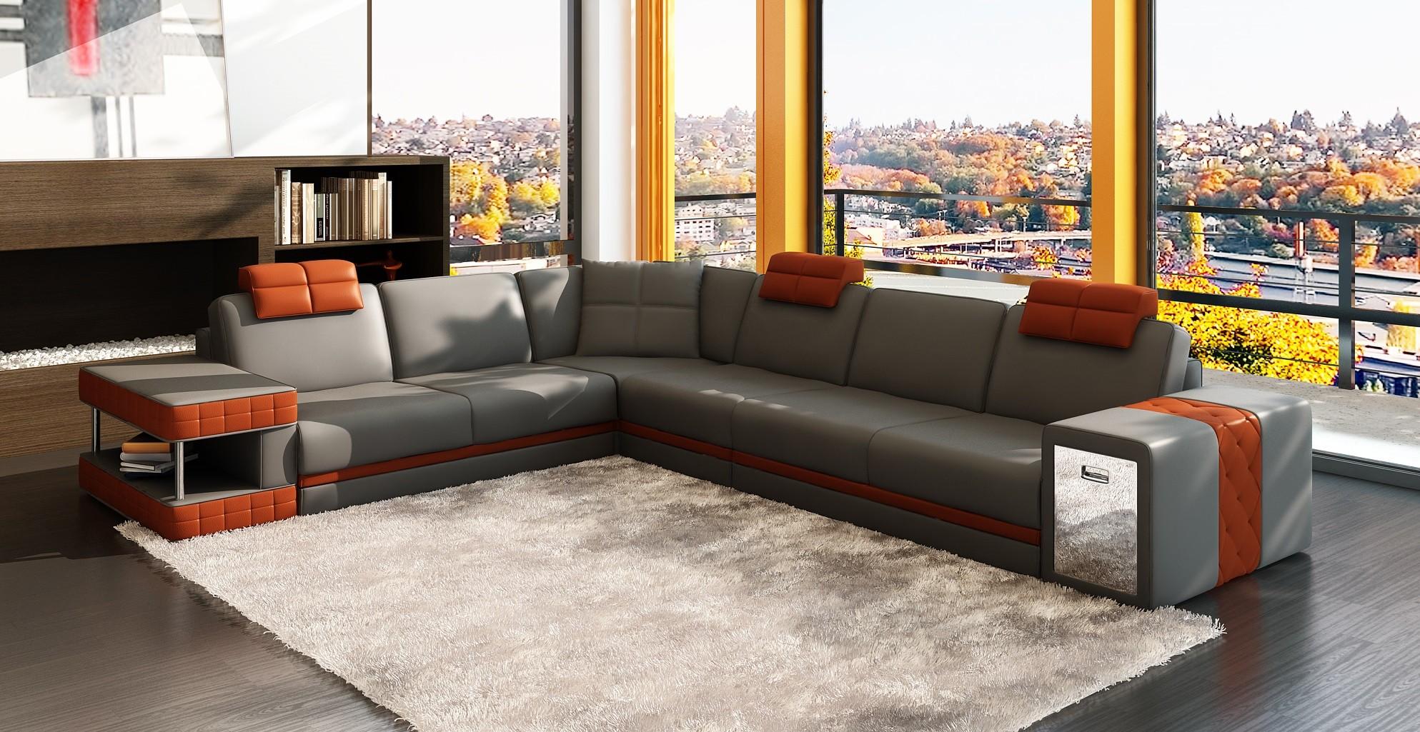 Оригинальный мягкий угловой диван в интерьере