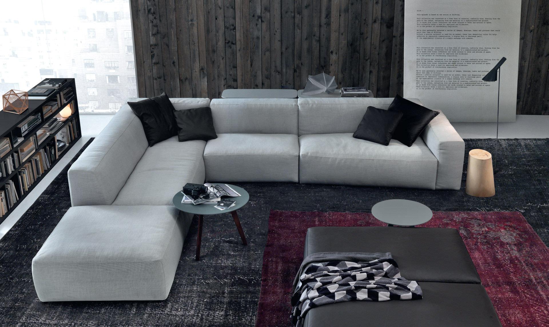 Яркий мягкий угловой диван в интерьере
