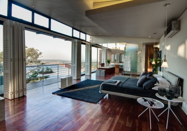 Интерьер просторной видовой гостиной