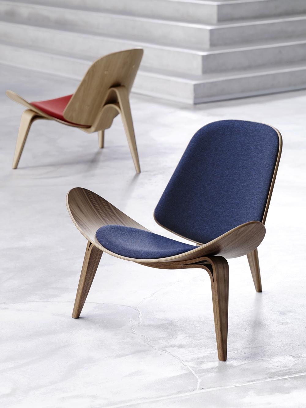 Дизайнерский стул в интерьере необычной конструкции