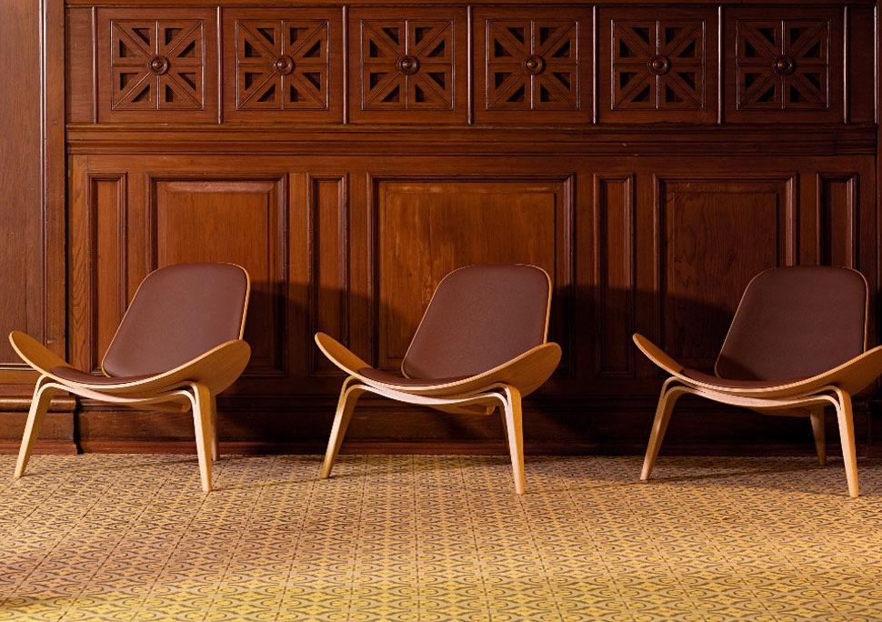 Дизайнерский стул в интерьере Shell Chair