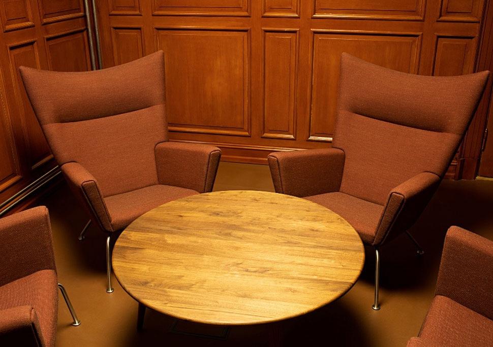 Комфортный дизайнерский стул в интерьере