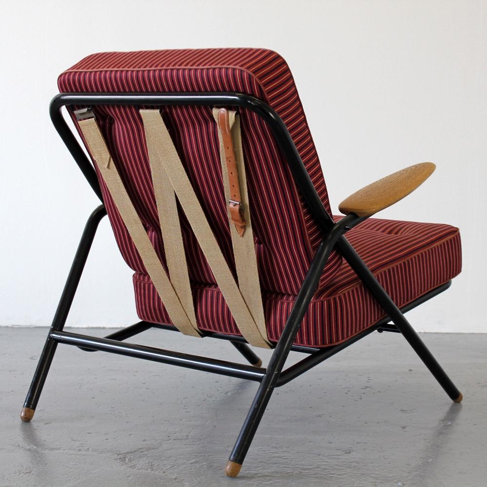Дизайнерский стул в интерьере: прототип W-стула