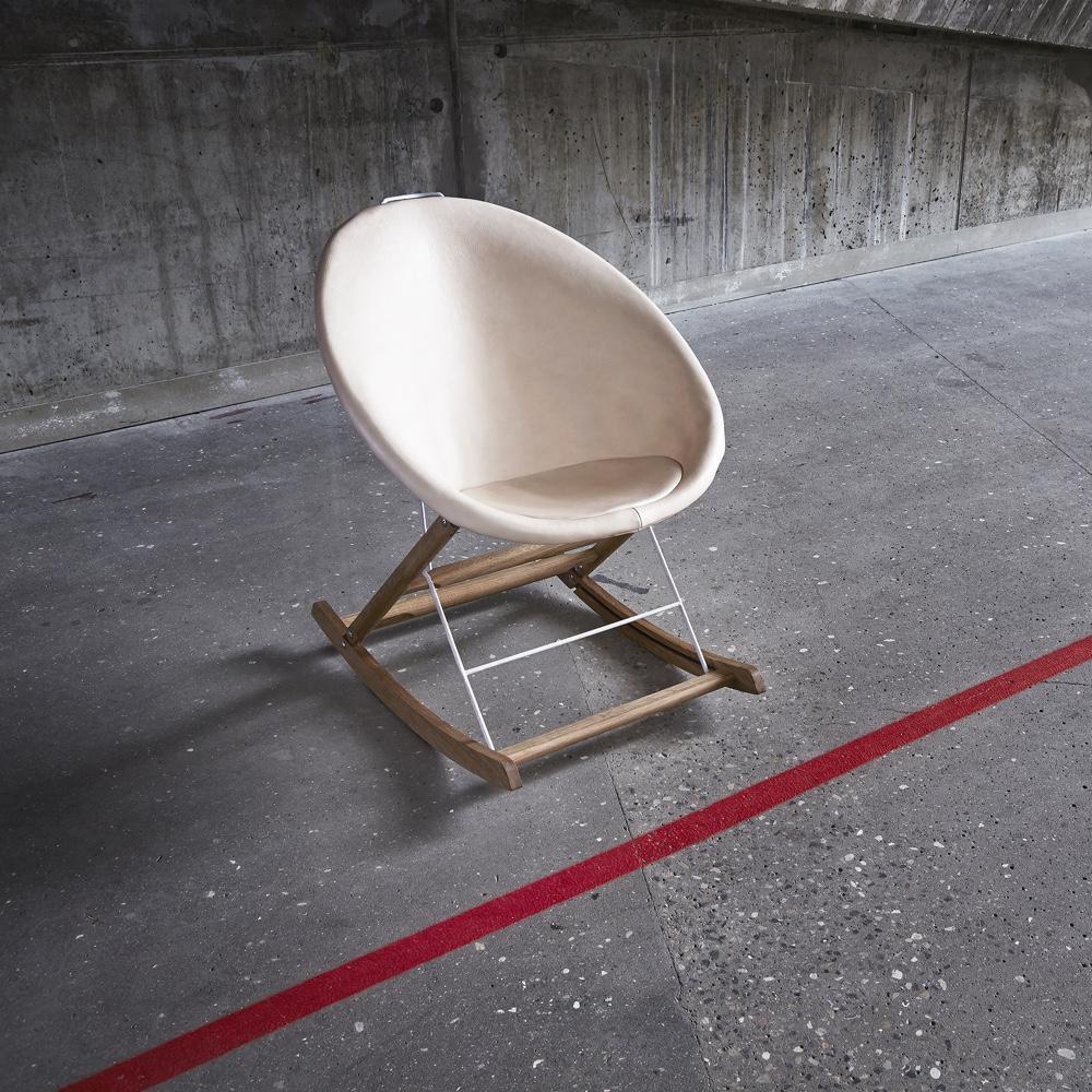 Дизайнерский стул в интерьере Nomad Rocker