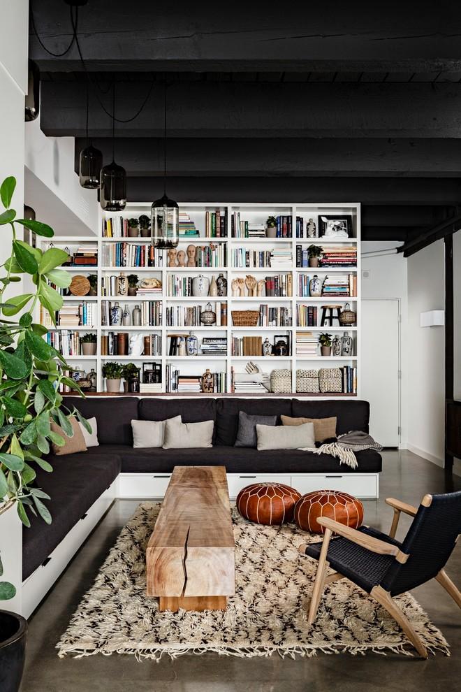 Модный дизайн интерьера - кожаные пуфики в гостиной