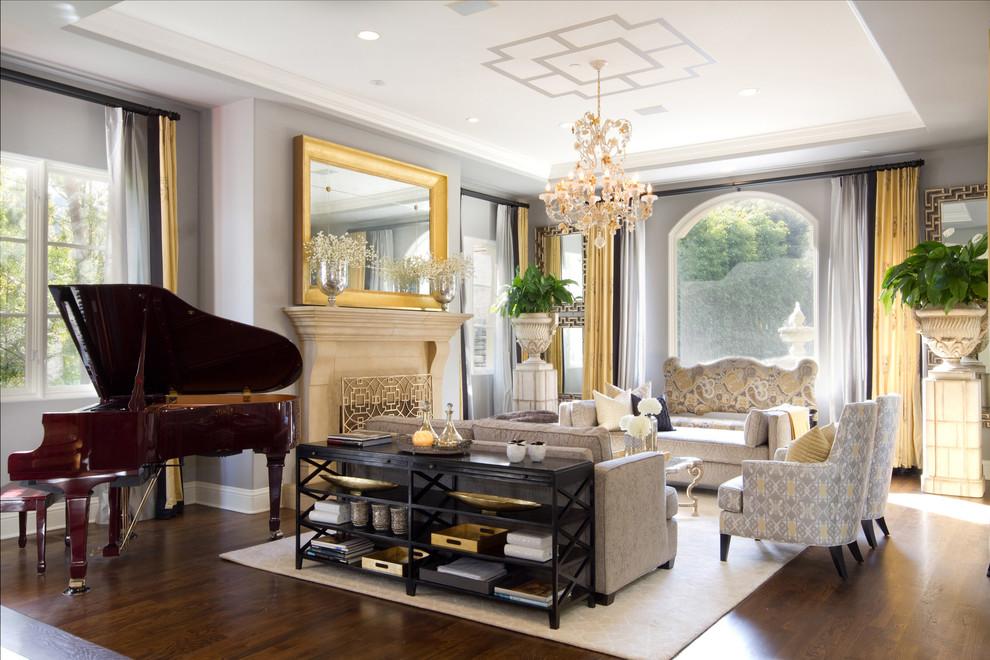 Классический интерьер гостиной в светлых оттенках
