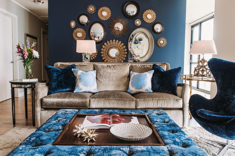 Цветные бархатные диваны в интерьере гостиной