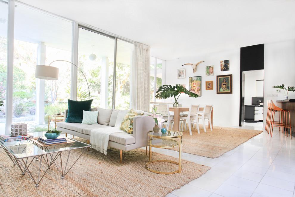 Плетёные ковры бежевого цвета в интерьере гостиной