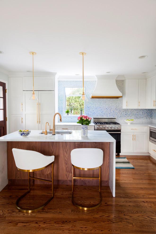 Золотистый цвет в интерьере кухни