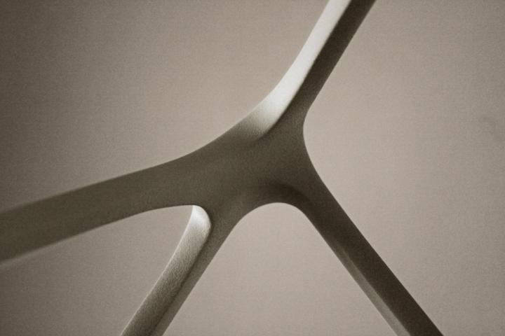 Чудесная лампа Molecula от Benjamin Migliore