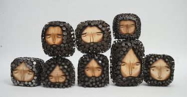 Хайме Молина: коллекция миниатюрных скульптур меланхоличных бородачей из гвоздей и дерева