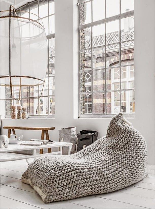 Кресло-мешок в вязанном чехле