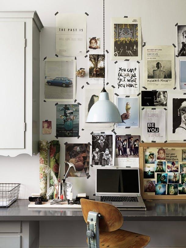 Вырезки и фотографии на стене