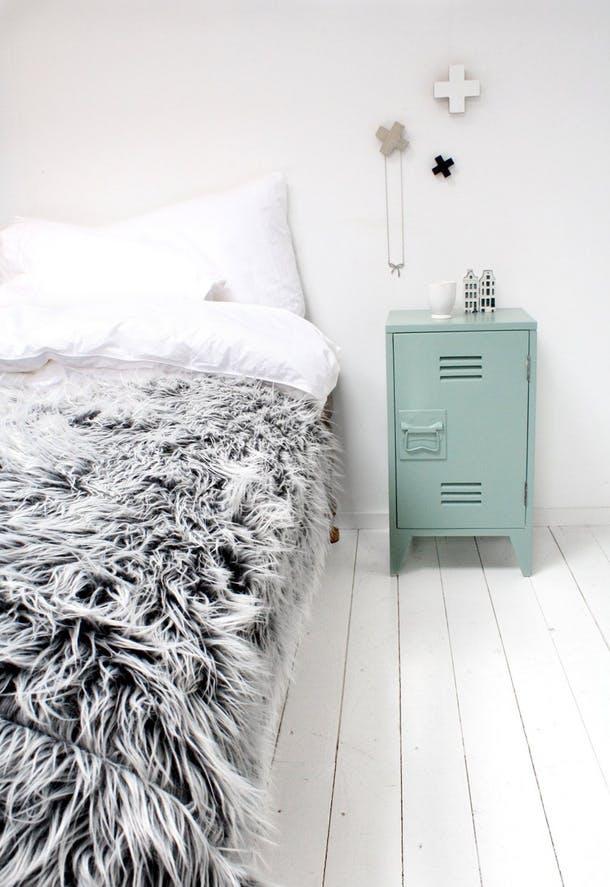 Мини-шкафчик мятного цвета