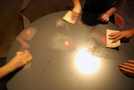 Молодёжный дизайн стола от Эда Суона: процесс работы