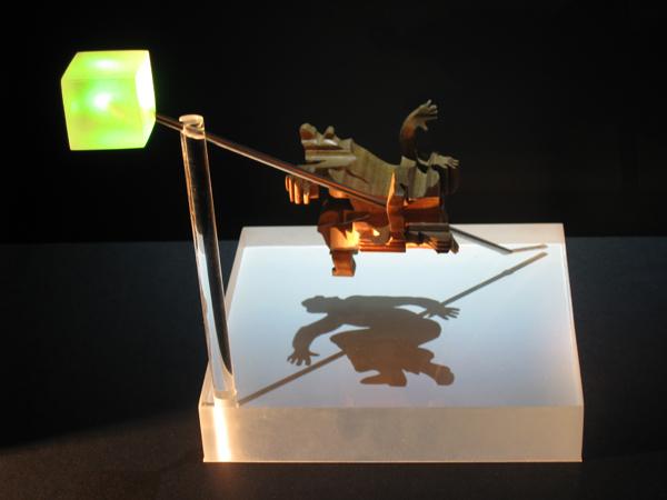 Неожиданные перспективы теневой скульптуры от Джона В. Мантина