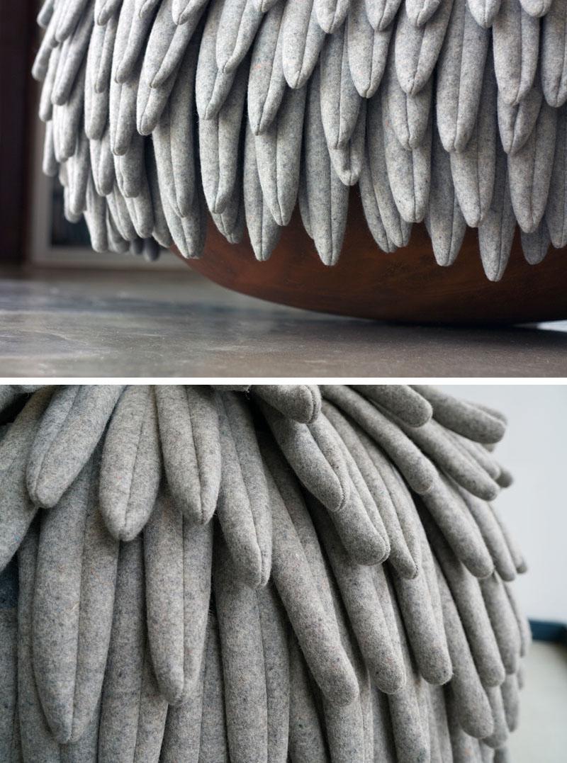 Мягкие пуфы серого цвета в интерьере