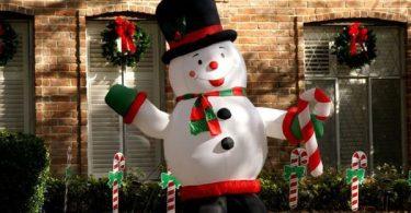 Забавные надувные декорации на Новый год и Рождество - подарите детям настоящий праздник