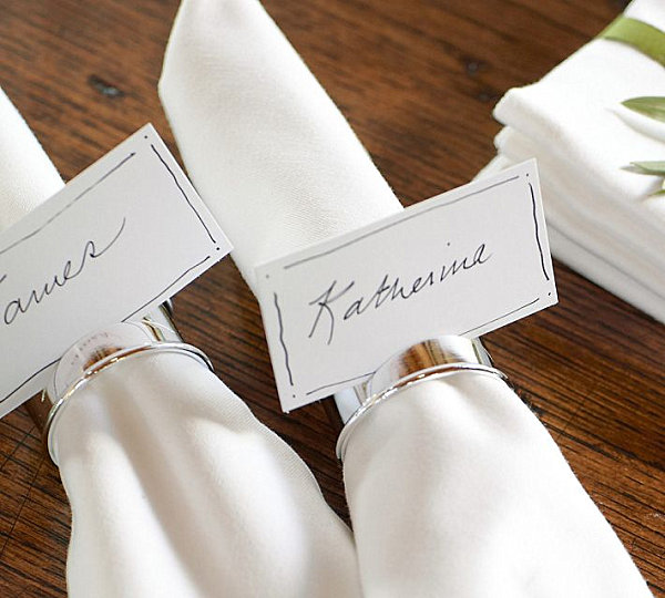 Original napkin rings are an important detail in the setting of a festive table