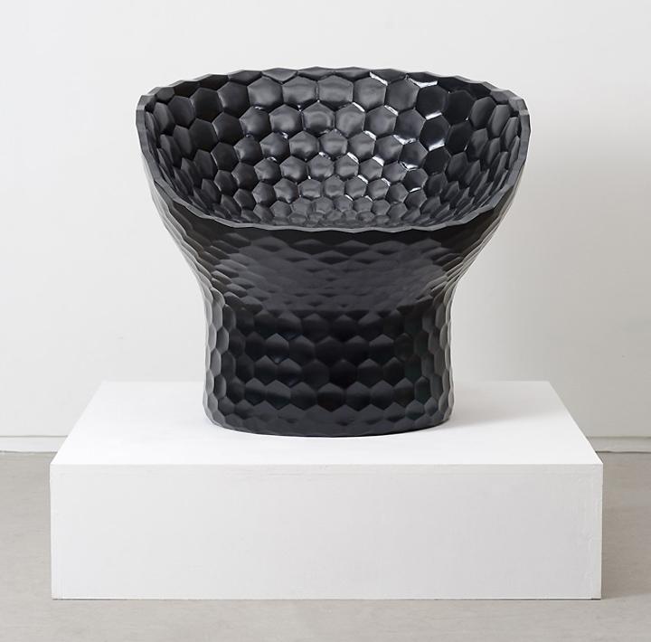 Красивый стул от дизайнера Michael Young