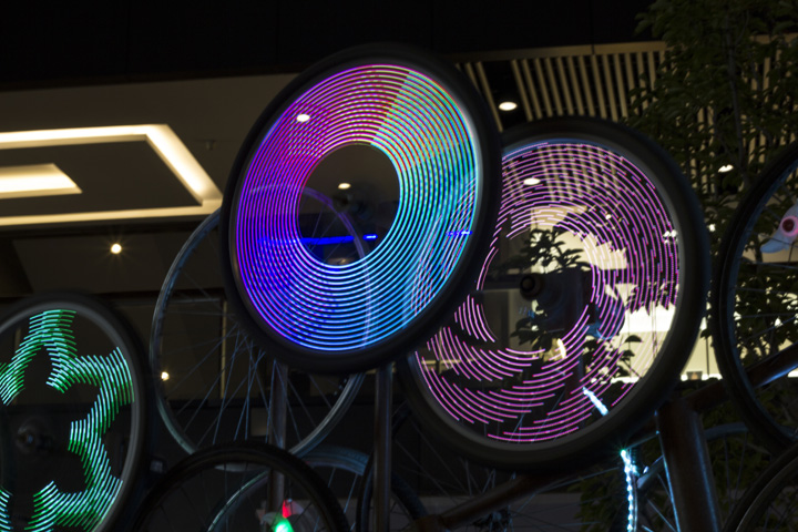 Стенд с велосипедным декором The Nebula
