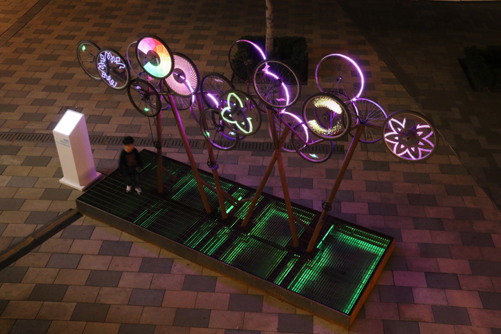 Чудесный стенд с велосипедным декором The Nebula